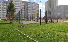 Установка ограждения спортивной площадки во дворе домов по адресам: ул. Целинная, 45, 47, 49а