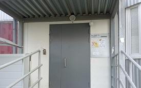 Замена входной двери в доме по адресу ул. Красавинская, 6