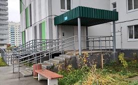 Покраска входных групп и ремонт ливневой канализации в доме по адресу ул. Целинная, 49Б