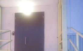 Замена входных дверей в доме по адресу ул. Красавинская, 2