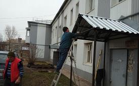Изготовление и установка козырька в доме по адресу ул. Камская, 12