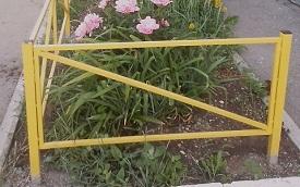 Монтаж газонных ограждений на придомовой территории по адресу ул. Красавинская, 2