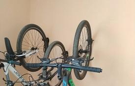 Установка креплений для велосипедов в доме по адресу ул. Кронштадтская, 43