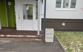Установка урн на придомовой территории по адресу ул. Красавинская, 10