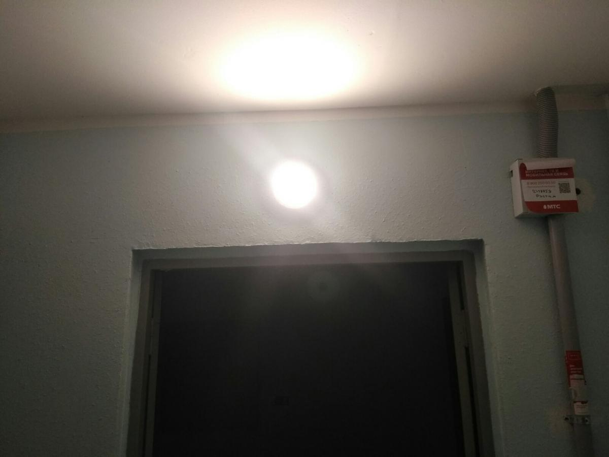 Замена обычных светильников на светодиодные с инфракрасным датчиком в лифтовых холлах первого и второго подъездов